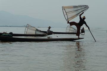 Rybáři na jezeře