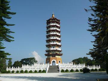 Pagoda Cien u jezera Slunce a Měsíce