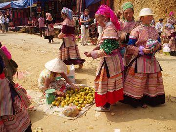 Na trhu v tradičním oděvu