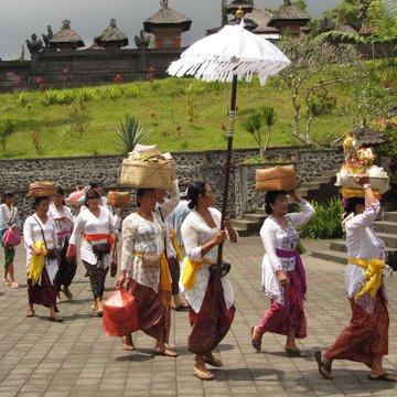 Balijské ženy s obětinami