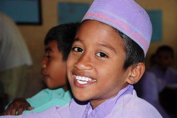 Indonéský chlapec ve škole