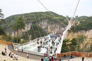 Skleněný most přes Zhangjiajie