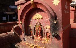 Oltář s obětinami v Káthmándú