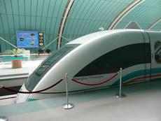 Maglev – rychlovlak jezdící na principu magnetické levitace v Šanghaji