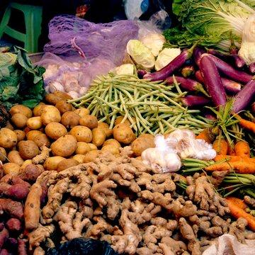 Zelenina na místním tržišti, Indonésie