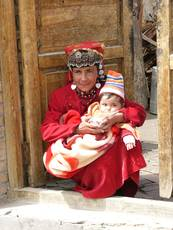 Ujgurská žena s dítětem