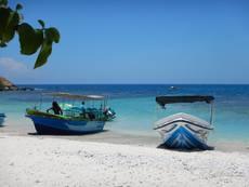 Loďky na pláži na Pigeon Island