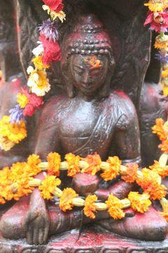 Obětní místo - soška Buddhy