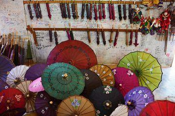 Výroba barmských deštníků