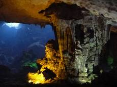 Nasvícené jeskyně