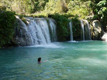 Travertinové vodopády na ostrově Siquijor