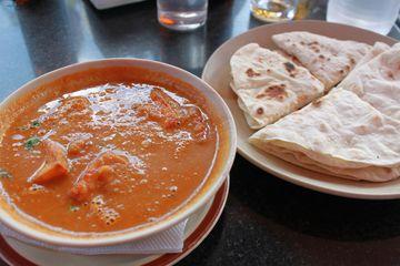 Malai paneer aneb místní sýr v krémové curry omáčce