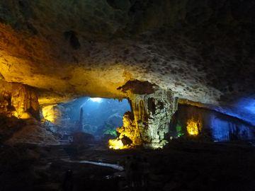 Jeskyně Zázraků v zátoce Ha Long