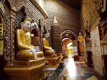 Monywa - uvnitř pagody Thanbodday