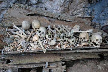 Skalní hroby