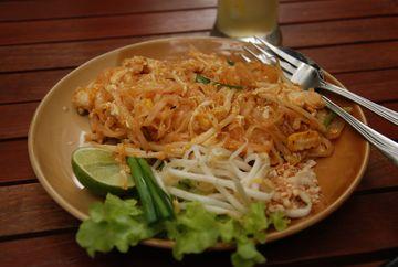 Smažené nudle pad thai