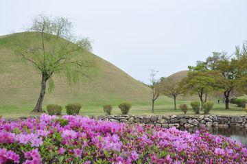 Královské hrobky v Kjongdžu