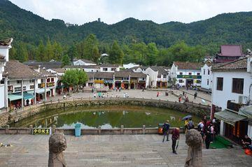Náves v městečku Jiuhuashan