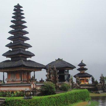 Typické indonéské střechy