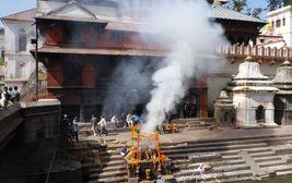 Spalovací gháty - Pašupatináth v Káthmándú