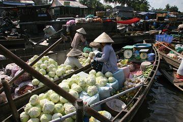 Plovoucí trhy na Mekongu