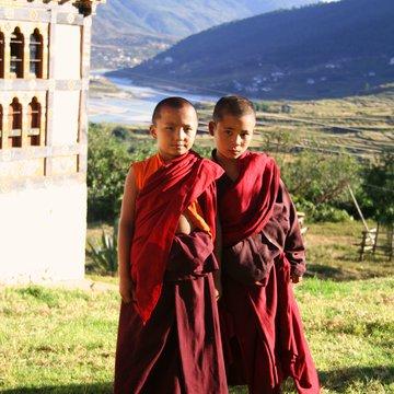 Mladí mniši