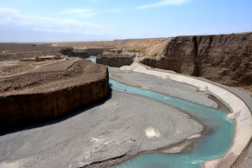 Řeka u poslední hlásky Dlouhé zdi