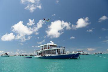 Loď krátce před vyplutím z domovského přístavu v Malé