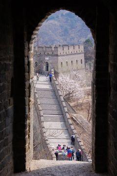Průhled na obrannou zeď
