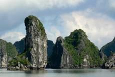 Skalní útvary v zátoce Ha Long
