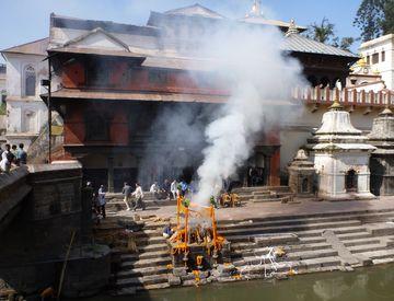 Spalovací gháty – Pašupatináth v Káthmándú