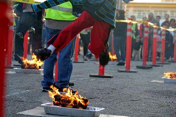 Skákání přes oheň