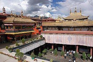Nádvoří chrámu Džokhang