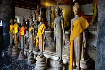 Buddhové v chrámu Wat Visunarat